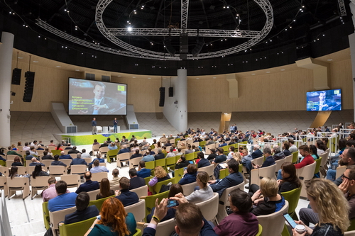 Chairman of the Skolkovo Foundation Arkady Dvorkovich met with residents